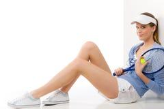 Jogador de ténis - raquete da terra arrendada da mulher nova Imagem de Stock