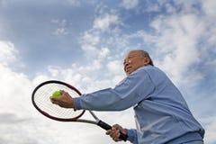 Jogador de ténis sênior fotos de stock royalty free