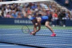 Jogador de tênis durante o fósforo dos dobros fotos de stock