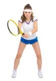 Jogador de tênis fêmea seguro na posição Fotografia de Stock