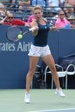 Jogador de tênis profissional Simona Halep de Romênia na ação durante seu fósforo quatro redondo no US Open 2016 Imagens de Stock Royalty Free