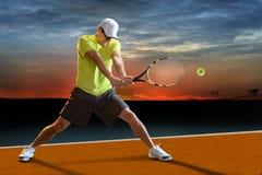 Jogador de tênis fora Fotografia de Stock Royalty Free
