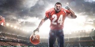 Jogador do desportista do futebol americano no estádio fotografia de stock