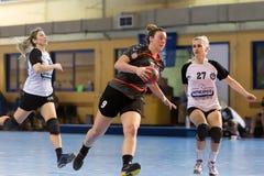 Jogador do handball na ação durante o handb grego do final da Taça das mulheres Imagem de Stock Royalty Free