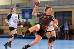 Jogador do handball na ação durante o handb grego do final da Taça das mulheres Imagem de Stock