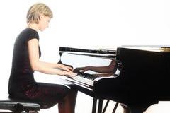 Jogador do pianista do piano com piano de cauda Fotografia de Stock