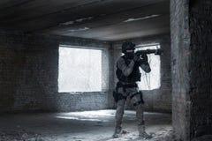 Jogador do strikeball de Airsoft no soilder militar Imagem de Stock Royalty Free