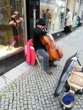 Jogador do violoncelo da rua Imagem de Stock Royalty Free