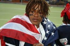 Jogador dos EUA da equipe drapejado na bandeira dos EUA imagem de stock