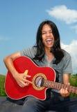 Jogador e cantor de guitarra. imagem de stock
