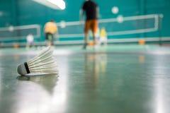 Jogador e fundo do badminton borrados Fotos de Stock Royalty Free
