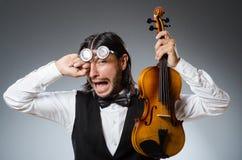 Jogador engraçado do violino do violino Imagens de Stock Royalty Free