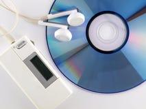 Jogador MP3, earbuds e CD Fotografia de Stock Royalty Free