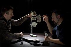 Jogador novo do póquer na tabela Imagens de Stock Royalty Free