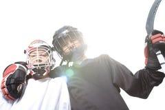 Jogadores da bola do hóquei com vara de hóquei Imagens de Stock