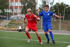 Jogadores de futebol com esfera Imagem de Stock Royalty Free
