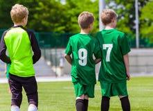 Jogadores de futebol novos Clube do futebol da juventude Imagem de Stock