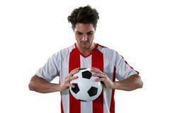 Jogadores de futebol que guardam o futebol com ambas as mãos Imagens de Stock