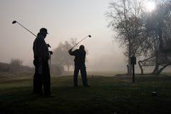 Jogadores de golfe da manhã Fotografia de Stock Royalty Free