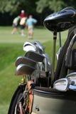 Jogadores de golfe e Golfbag Fotografia de Stock Royalty Free