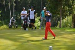 Jogadores de golfe no curso Fotografia de Stock