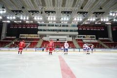 Jogadores de hóquei em gelo prontos para jogar na cerimônia de fechamento Fotografia de Stock
