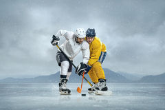 Jogadores de hóquei em gelo Imagens de Stock