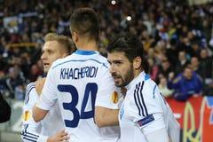 Jogadores de Kyiv do dínamo que comemoram o objetivo marcado, o círculo da liga do Europa do UEFA da segundo harmonia do pé 16 en imagem de stock