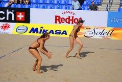 jogadores de voleibol da praia Fotos de Stock