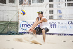 Jogadores de voleibol da praia dos homens Campeonato nacional italiano imagens de stock royalty free