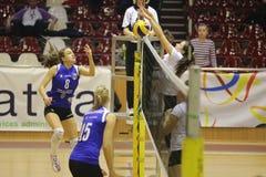 Jogadores de voleibol das mulheres Imagens de Stock