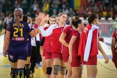 Jogadores do handball das mulheres que comemoram a vitória Fotos de Stock