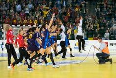 Jogadores do handball das mulheres que comemoram a vitória Imagens de Stock