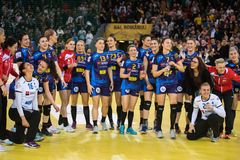 Jogadores do handball das mulheres que comemoram a vitória Imagem de Stock Royalty Free