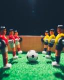 Jogadores do jogo do retrocesso do futebol do futebol da tabela imagem de stock