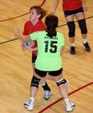 Jogadores não identificados do handball na ação Imagens de Stock Royalty Free