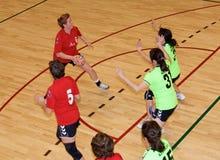 Jogadores não identificados do handball na ação Fotografia de Stock
