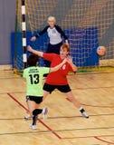 Jogadores não identificados do handball na ação Imagem de Stock