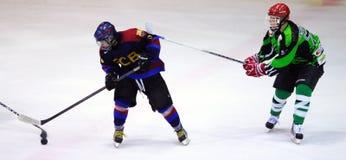 Jogadores na ação no final do hóquei em gelo do Copa del Rey Foto de Stock