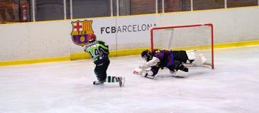 Jogadores na ação no final do hóquei em gelo do Copa del Rey Fotos de Stock Royalty Free
