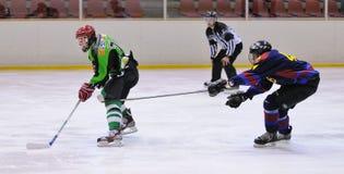 Jogadores na ação no final do hóquei em gelo do Copa del Rey (copo espanhol) Fotografia de Stock Royalty Free