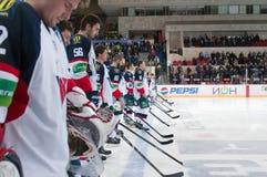 Jogadores Slovan (Bratislava) antes do fósforo do hóquei Foto de Stock Royalty Free