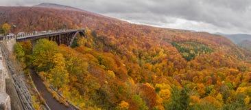 Jogakura-Brücke mit schöner Herbstfarbjahreszeit Stockfoto
