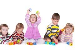 Jogando blocos no jardim de infância Fotografia de Stock