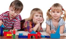Jogando blocos no jardim de infância Fotografia de Stock Royalty Free