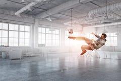 Jogando a bola no escritório 3d rendem Foto de Stock