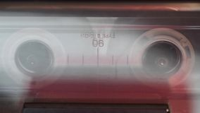 Jogando a cassete áudio video estoque