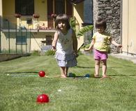 Jogando a esfera de bocce Imagem de Stock