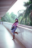 Jogando a literatura e as artes do amor da menina da guitarra Foto de Stock