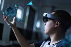 Jogando a mágica | Realidade virtual com hololens Fotos de Stock Royalty Free